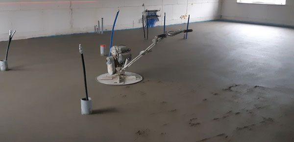 cement-dekvloer-laten-leggen